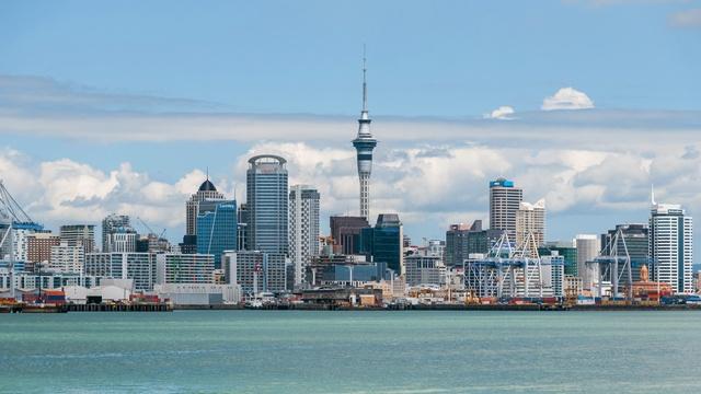Auckland_Skyline_as_seen_from_Devonport_20100128_3_副本.jpg